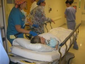 Oluś w drodze na salę operacyjną